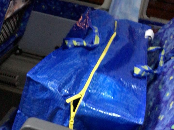 飛行機旅行に最適なバッグはイケアIKEAのバッグがおススメ。軽い!丈夫!大容量!